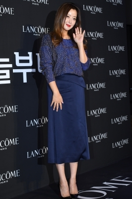 김희선, '수줍은 손 인사'