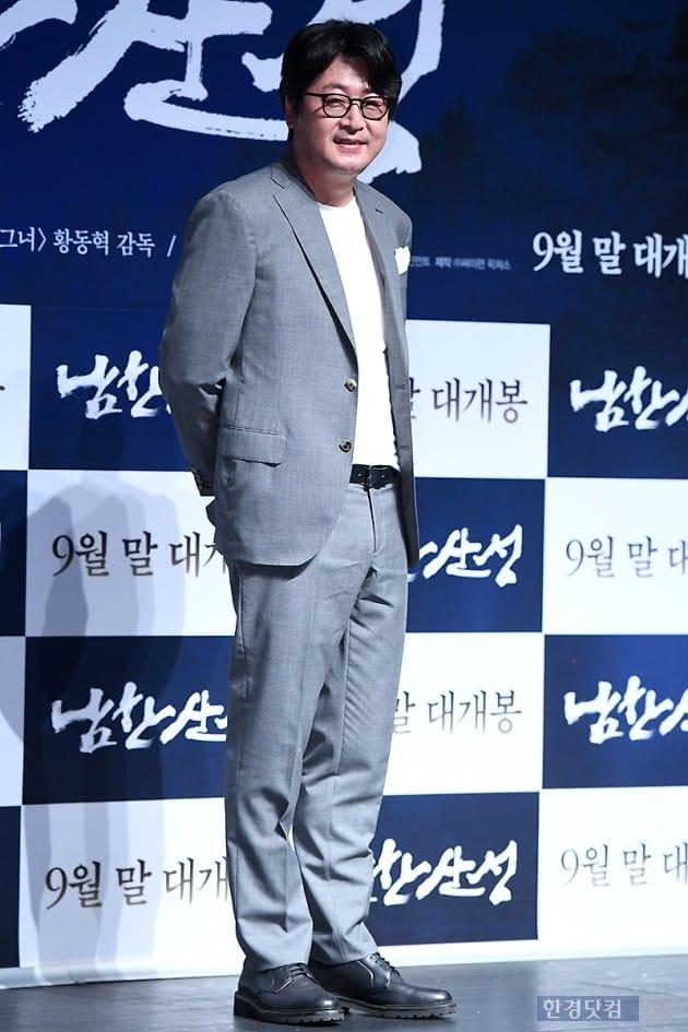 [포토] 김윤석, '부드러운 모습에 눈길~'