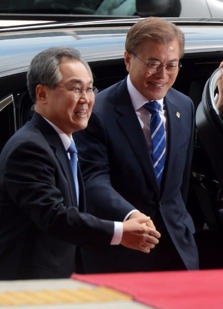 우윤근 주 러시아 대사 내정자(왼쪽). 한경DB