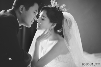 '가을의 신부' 서유정, 예비신랑과 로맨틱 웨딩화보