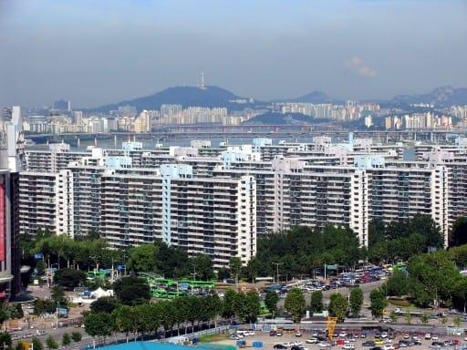 사진은 이달초 50층 재건축안이 사실상 통과된 서울 잠실주공5단지.