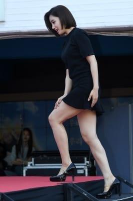 티아라 은정, '초미니 입고 계단은 힘들어~' (소리바다 어워즈)