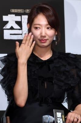 박신혜, '민망함에 손 부채'