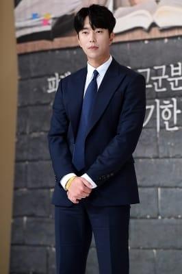 윤현민, '강렬한 눈빛 카리스마~'