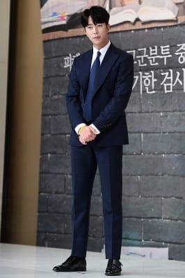 윤현민, '수트 멋지게 차려입고~'