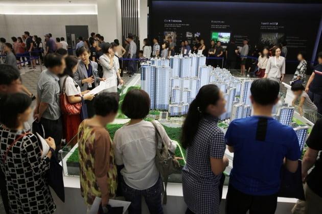 지난달 서울 개포동에서 분양한 '래미안강남포레스트'는 평균 청약경쟁률 40 대 1로 마감됐다. 이 아파트 가점제 당첨자들의 평균 가점은 63점, 최저 가점은 49점으로 나타났다. 삼성물산 제공