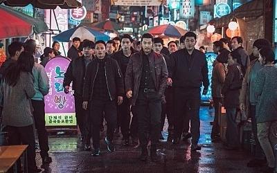 극장에 갔더니 장첸 패거리가…'범죄도시' 윤계상, 200만 돌파 공약 현장