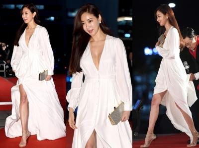 김사랑, 실검 장악한 위·아래 트임 '고급진 노출의 교과서'