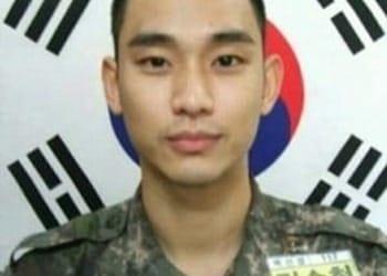 김수현, 훈련소 근황 공개…'반삭발+군복' 늠름한 군인 모습