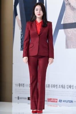 류화영, '강렬한 레드 수트 입고~'