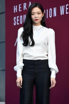 이솜, '도도한 눈빛 카리스마~' (2018 S/S 서울패션위크)