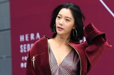 클라라, '시크하게 머리 넘기며 등장~' (2018 S/S 서울패션위크)