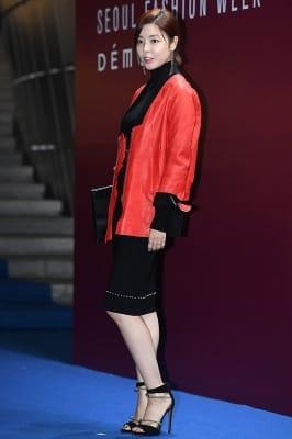 김규리, '멋지게 차려입은 블랙 원피스~' (2018 S/S 서울패션위크)