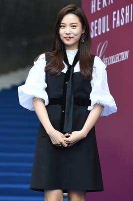 윤소희, '수줍은 미소가 사랑스러워~'