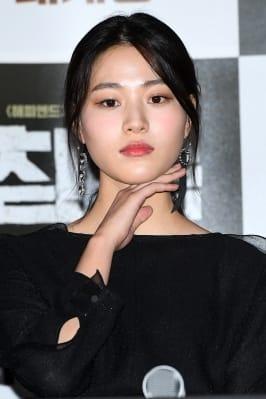 이수경, '화장품 모델 포즈~'