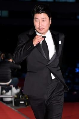 송강호, '멋진 모습으로 등장~'
