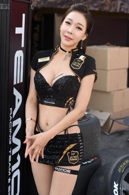 레이싱모델 엄지아, '완벽한 몸매 뽐내며~'