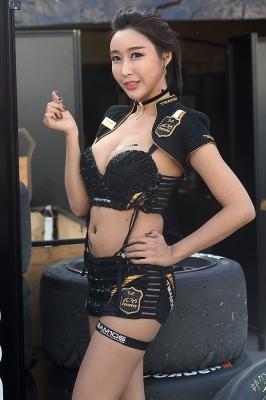 레이싱모델 장인영, '시선 사로잡는 완벽한 몸매~'