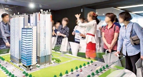 청약제도 강화 전 마지막 서울 분양 단지로 인기를 모은 '서초 센트럴 아이파크' 모델하우스 방문객. 현대산업개발 제공