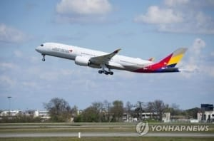 하네다발 아시아나항공기 9시간 지연…승객 250명 불편