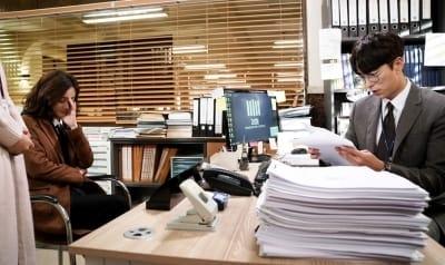 '마녀의 법정' 정려원-윤현민, 가해자-검사 관계로 굴욕적 재회