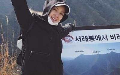 '임신 9개월' 이시영, 아름다운 D라인 뽐내며 등산 삼매경