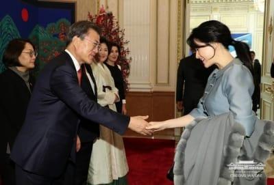 이영애, 문재인 대통령 만났다…우즈벡 국빈 만찬 참석