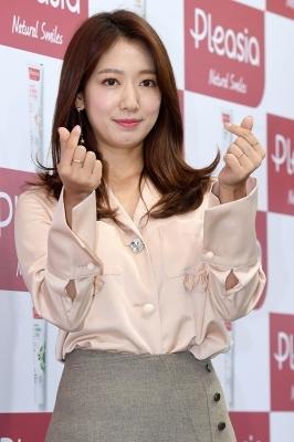 박신혜, '애교 가득 담아 하트 뿅뿅~'