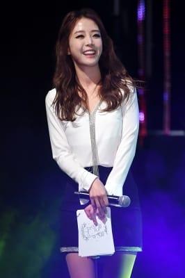 배지현, '류현진 사로잡은 미소'