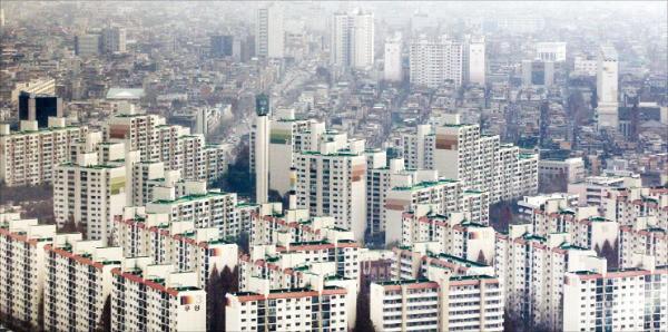 실거래가와 호가가 1억원 가까이 차이 나는 서울 송파구 아시아선수촌아파트와 잠실우성아파트.  /한경DB
