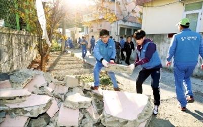 포스코, 지진 피해 성금 15억 전달