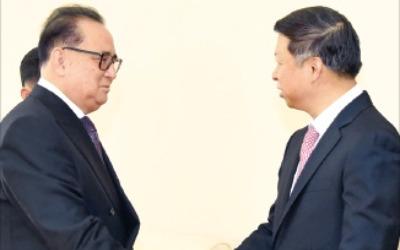 '시진핑 특사' 쑹타오, 최용해·이수용 만났지만…'김정은과 만남' 북한·중국 모두 침묵
