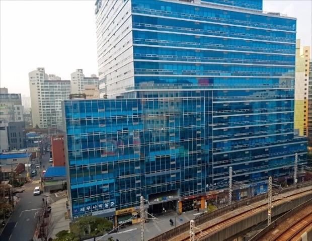매매가격(3.3㎡당 1100만원대)이 전국에서 가장 비싼 서울 성수동의 지식산업센터 '서울숲IT밸리'. 김형규 기자