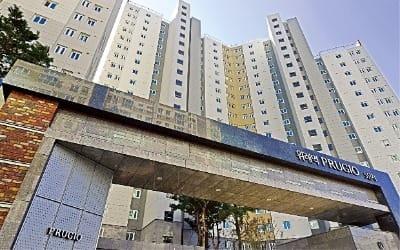수변공원이 감싸는 아파트… 전 가구 83㎡ 중소형·남향 대단지