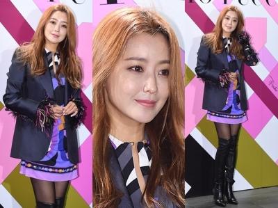 김희선, 믿기지 않는 40대 미모+각선미