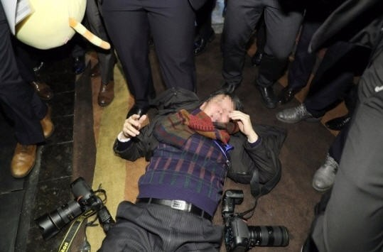 중국 경호원, 한국 기자폭행
