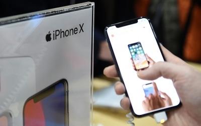 아이폰X 팔릴때마다 돈버는 삼성…경쟁과 공생 사이