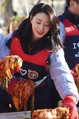 헬로비너스 나라, '김치 담그는 모습도 아름다워~'