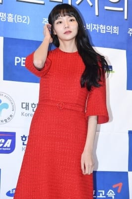 이솜, '새빨간 드레스 입고 아름답게~'