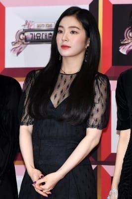 레드벨벳 아이린, '푹 파인 과감한 의상'(KBS 가요대축제)