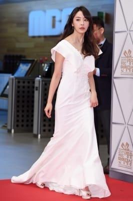 정유미, '우아함 한껏 뽐내며 등장~' (MBC 방송연예대상)