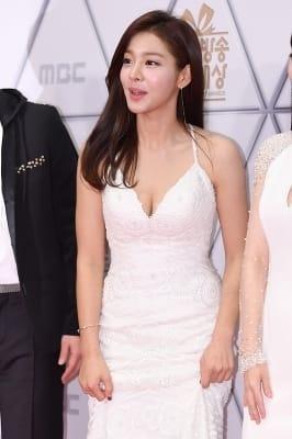 설인아, '과감하게 드러낸 볼륨 몸매' (MBC 방송연예대상)