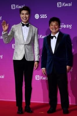 박수홍-윤정수, '우아한 레드 드레스~'(SBS 연예대상)