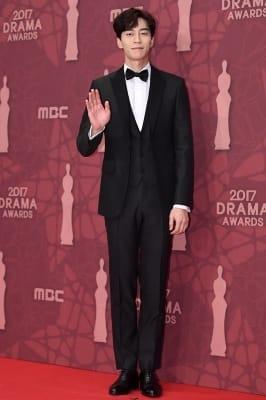 신성록, '우월한 비율에 눈길~' (MBC 연기대상)
