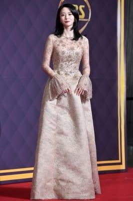 권나라, '아름다운 모습에 시선강탈~' (SBS 연기대상)