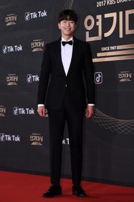 윤현민, '남다른 신체비율'(KBS 연기대상)