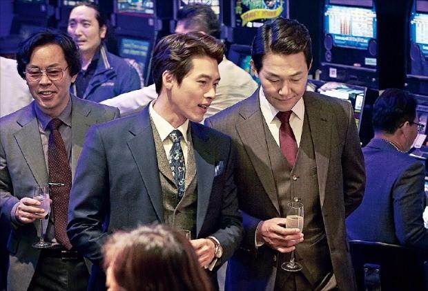 최근 극장가에서 흥행 1위를 달리는 '꾼'. 대부분의 한국 영화는 대중에게 외면당한 채 VOD 시장으로 간다.