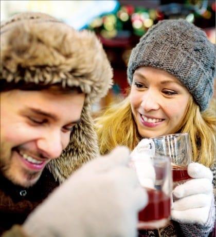 유럽의 겨울철 축제 때 인기 만점인 멀드 와인. 셔터스톡 제공