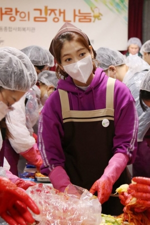 박신혜X팬클럽, 포항 아동 위해 김장봉사...'따뜻한 마음'