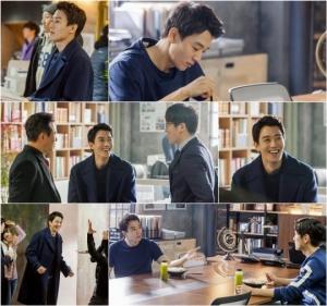 '흑기사' 김래원, 미소 떠나지 않는 촬영 비하인드 공개